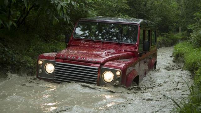 Land Rover Defender guado