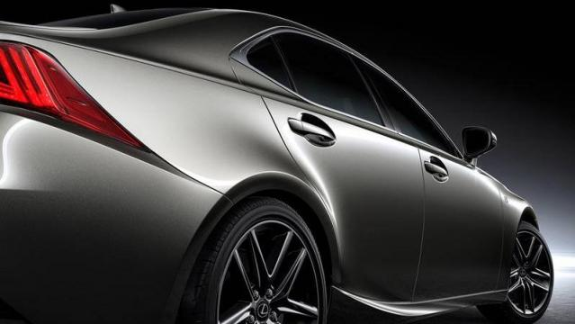 Lexus IS Hybrid tre quarti posteriore