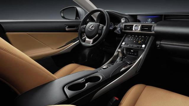 Lexus IS Hybrid interni