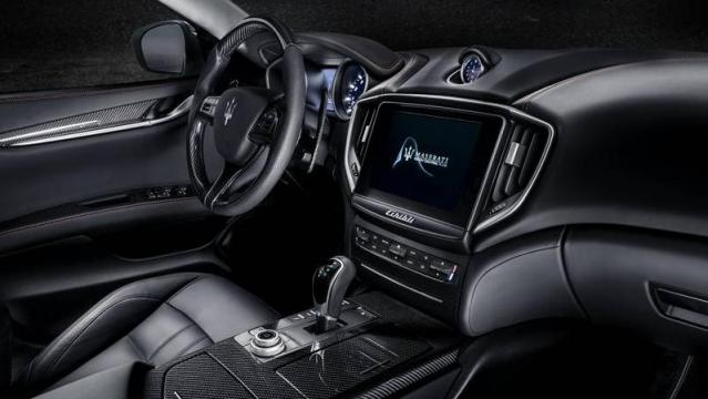 maserati nuova ghibli listino prezzi 2018 consumi e dimensioni patentati. Black Bedroom Furniture Sets. Home Design Ideas