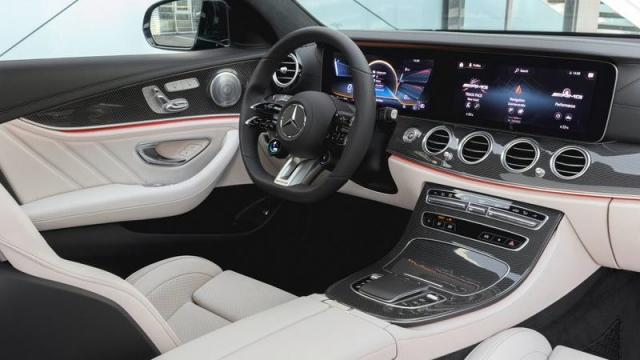 Mercedes-Benz Nuova Classe E Station Wagon interni 1