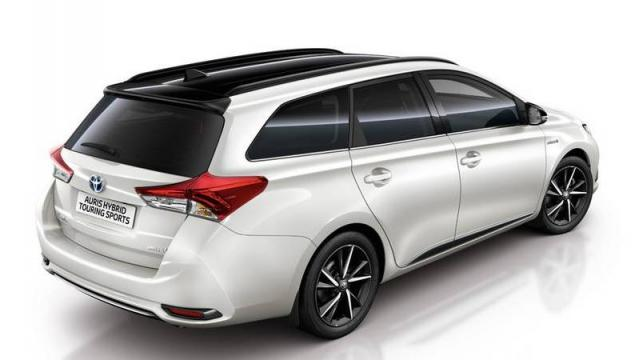 toyota auris hybrid touring sports listino prezzi 2019 consumi e dimensioni patentati. Black Bedroom Furniture Sets. Home Design Ideas