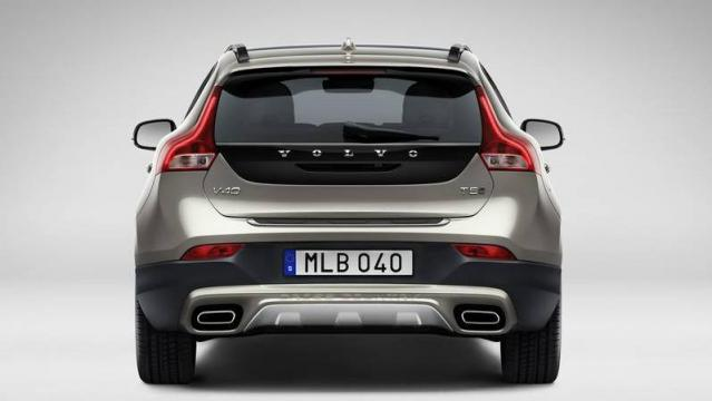Volvo V40 Cross Country posteriore 1