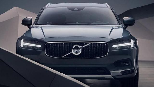 Volvo Nuova V90 Cross Country anteriore