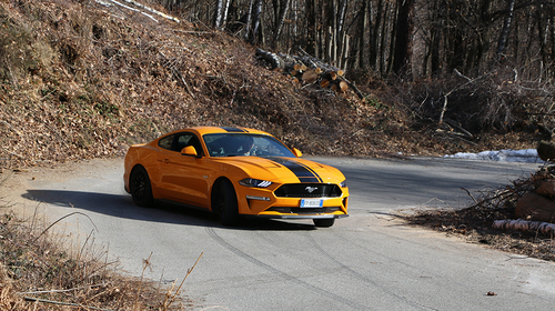 Ford Mustang 5.0 V8 GT, il test drive su strada